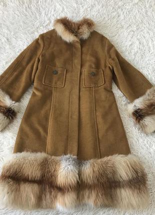 Роскошное кашемировое пальто с натуральным мехом лисы