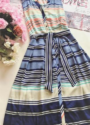 Стильное платье в полоску платье на пуговицах