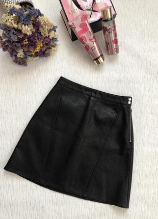 Zara черная юбка трапеция  кожаная , текущая коллекция . тренд