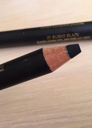 Черный карандаш для глаз.