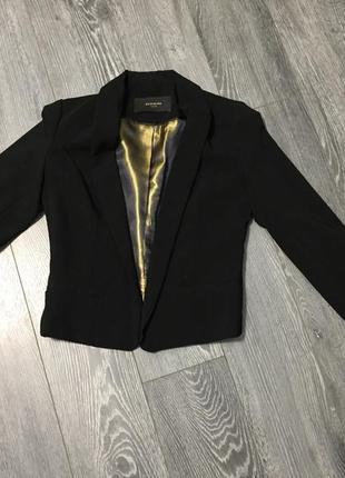 Пиджак чёрный приталенный