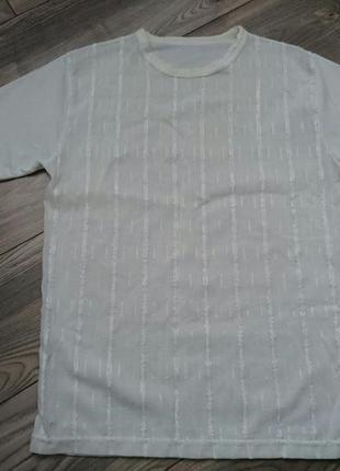 Полупрозрачная белая футболка