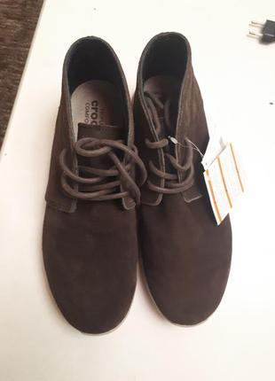 Замшевые деми ботинки crocs m9