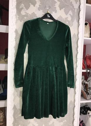 Велюровое платье зелёный цвет