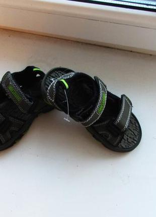 Крутые босоножки сандалики размер 24