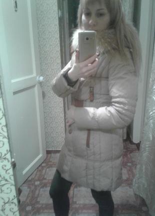 Красивый облегающий пуховик,пальто с мехом