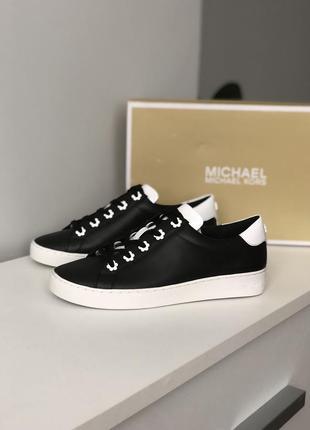 Кожаные кроссовки michael kors черно-белые