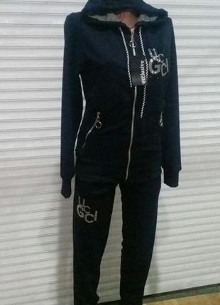 Спортивный костюм,шикарного качества,класное лекало .44-50
