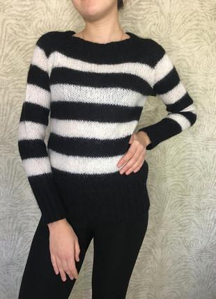 Стильный шерстяной свитер