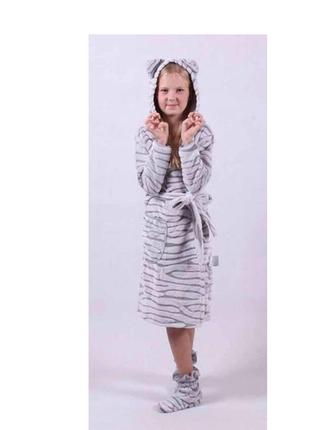 Красивый махровый халат на молнии с ушкам, 2 кармана.