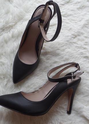 Шикарные туфли лодочки с открытой пяточкой pull&bear