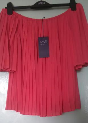 Плиссированная блузка со спущенными плечами marks&spencer