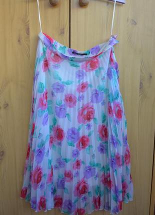 Разноцветная цветочная плиссированная миди юбка kira plastinina