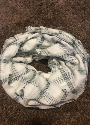 Стильный тёплый шарф палантин