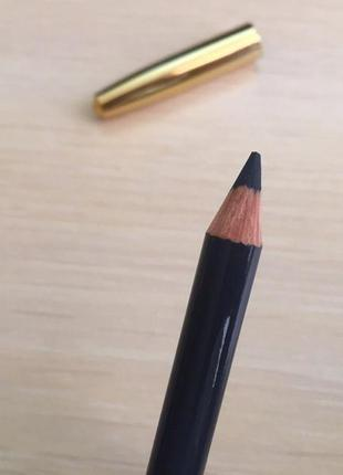 Олівець для очей.