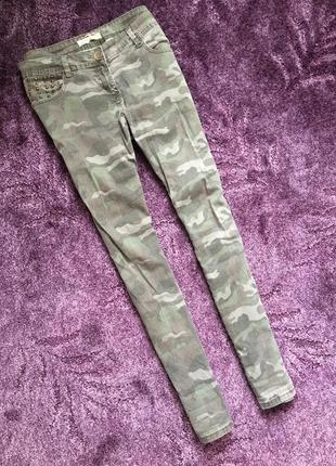 Камуфляжные джинсы штаны
