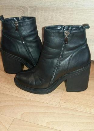 Фирменные кожаные ботинки на широком каблуке modern (евро зима)в идеале рр 39