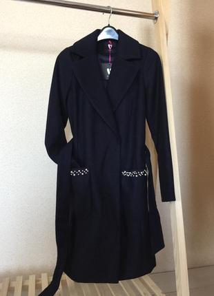 Шикарное пальто с бусинками