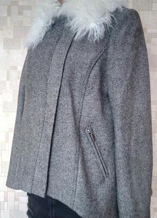 Стильное укороченное шерстяное пальто с мехом ламы debenhams.