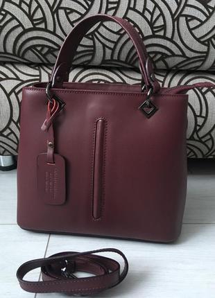 Бомбезная сумочка из новой коллекции