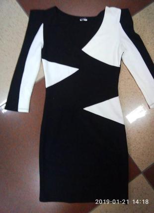Изумительное черно белое платье в наличии