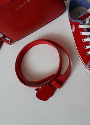 Красный лакированый пояс ремень пряжка в форме яблока