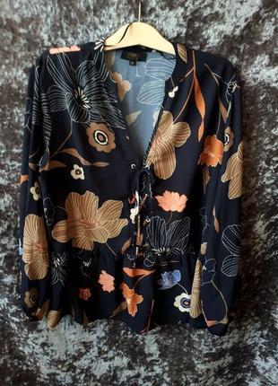 Блуза в цветах