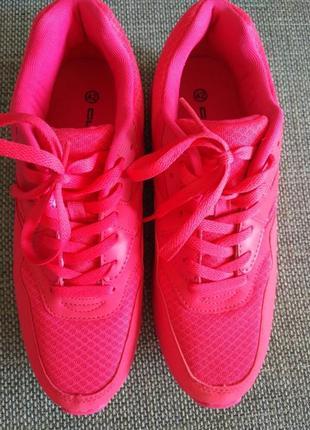 Яркие розовые кросы последний размер! италия!