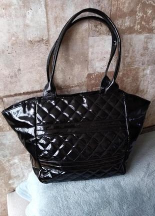 Черная лаковая сумка oriflame. есть нюанс