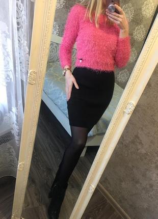 Яркий пушистый свитер
