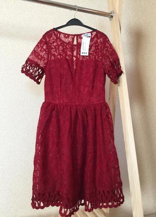 Бордовое платье кружевом