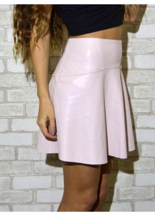 Божественно красивая юбка под кожу нежно розового цвета vila