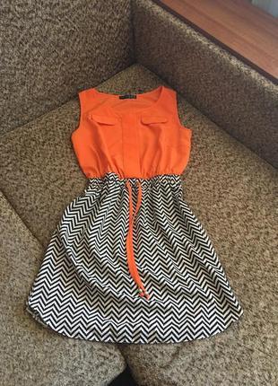 Яркое комбинированое платье