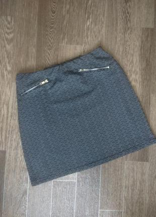 Короткая юбка геометрический принт
