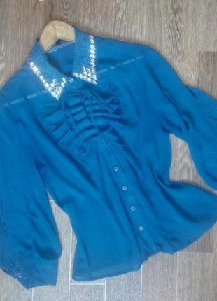 Женственная синяя полупрозрачная блуза с декорированным воротником