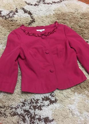 Очень красивый малиновый фирменный шелковый пиджак bennet