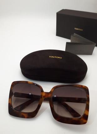 Стильные солнцезащитные очки 2019 tf