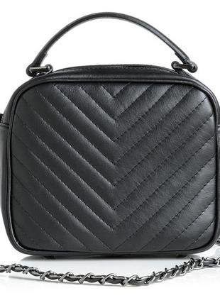 Стеганая кожаная сумка на цепочке, черная. италия.
