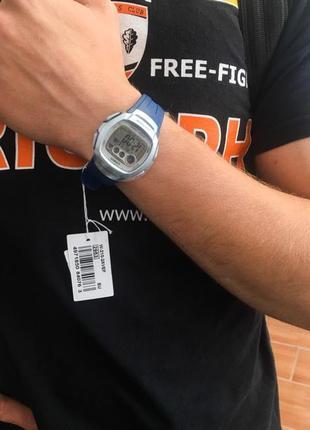 Новий оригінал годинник casio з етикеткою, наклеєною плівкою.