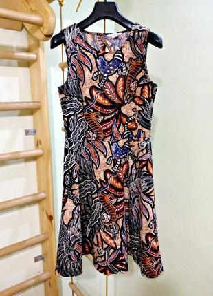 Базовое платье в анималистичный этно принт c красивой спинкой