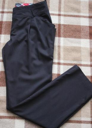 Легкие темно синие брюки чиносы
