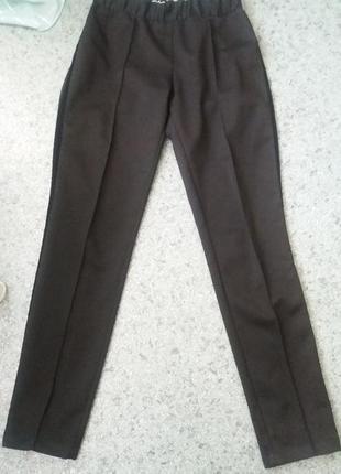 Дизайнерские черные брюки , штаны с лампасами