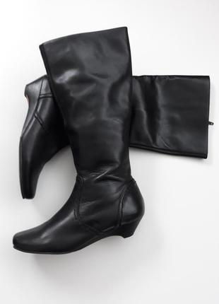 Кожаные сапоги 38,5 сапоги на низком каблуке