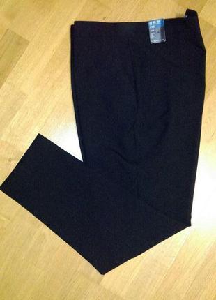 Стильные брюки зауженные к низу