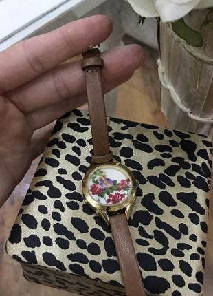 Часы с рыжим ремешком