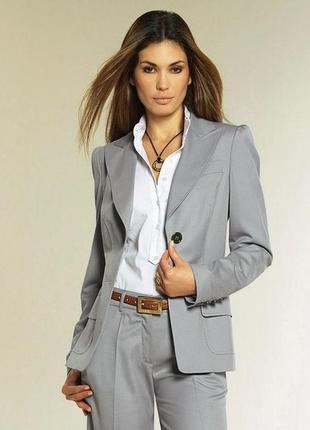 Стильный классический серый пиджак