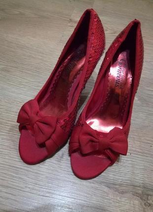 Красные туфельки в  пайетках