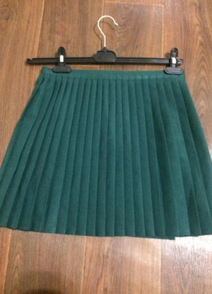 Плиссированная юбка темно зеленого бутылочного цвета