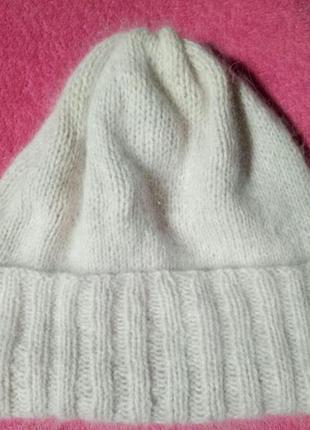 Вязаная бежевая шапка