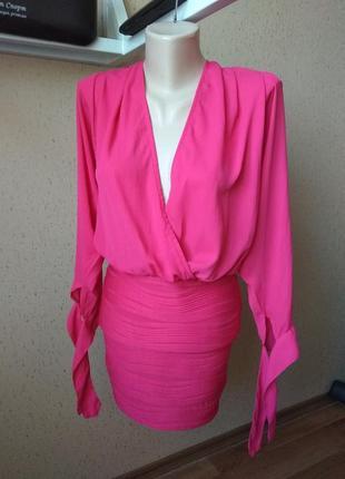 Красивое платье цвета фуксия